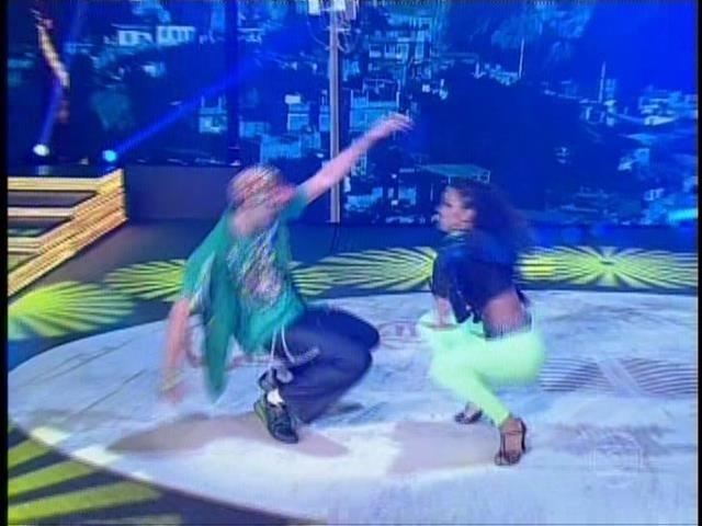 """21.set.2014- Giba entregou que o assédio das fãs vem aumentando depois de se descobrir também um bom pé de valsa. """"Estou animado e adorando dançar"""""""