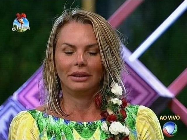 """22.set.2014 - Cristina Mortágua se desculpa, mas indica em Oscar Maroni para a primeira roça de """"A Fazenda 7"""""""