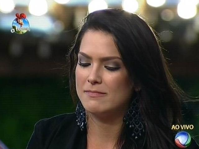 22.set.2014 - Débora Lyra vota em Diego Cristo na primeira votação de