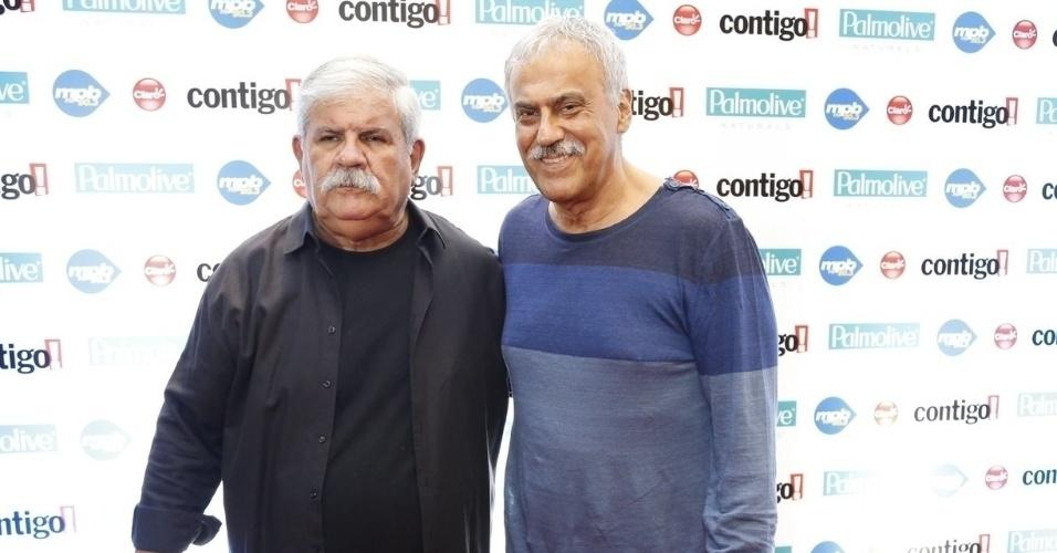 22.set.2014 - Dori Caymmi e Danilo Caymmi no tapete vermelho do Prêmio Contigo, no Rio de Janeiro