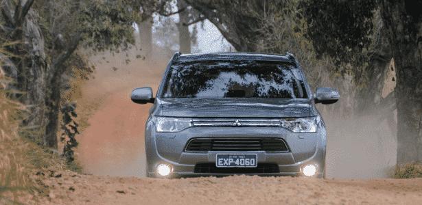 Cromados dominam visual do Outlander híbrido, novo topo da gama do SUV - Murilo Góes/UOL