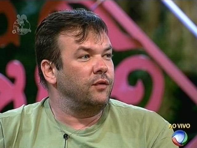 """22.set.2014 - Felipeh Campos reclama da postura de Oscar Maroni no jogo e indica o empresário para a roça na primeira votação de """"A Fazenda 7"""""""