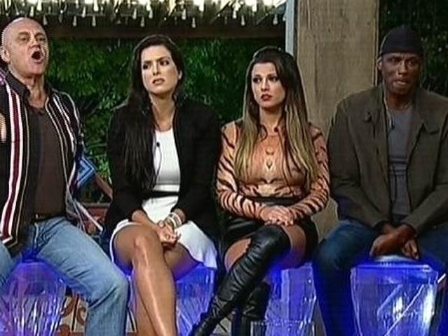 22.set.2014 - Observado por Débora Lyra, Babi Rossi e Robson Caetano, Oscar Maroni discute durante formação da primeira roça de