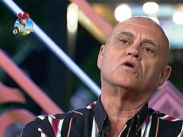 22.set.2014 - Oscar Maroni indica Diego Cristo para a primeira roça de
