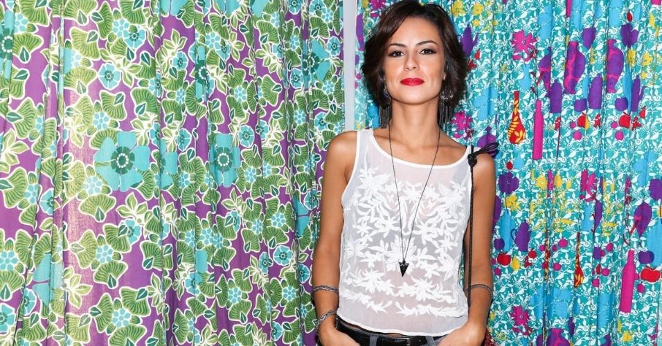 23.set.2014 - Andréia Horta marca presença na inauguração da loja da Rosa Chá, no Shopping Iguatemi, em São Paulo.