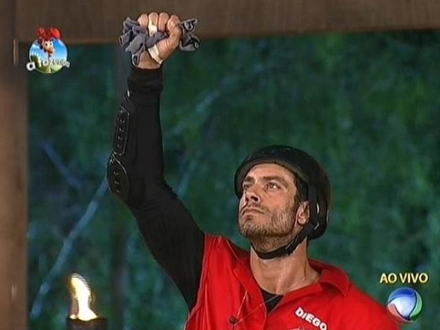 23.set.2014 - Diego Cristo faz o menor tempo na prova do fazendeiro e se livra da roça em