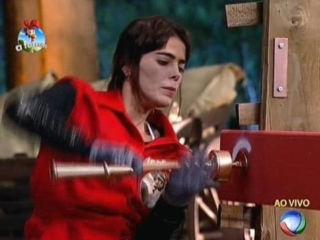 """23.set.2014 - Heloisa Faissol disputa o cargo de fazendeira da semana em prova de agilidade em """"A Fazenda 7"""""""