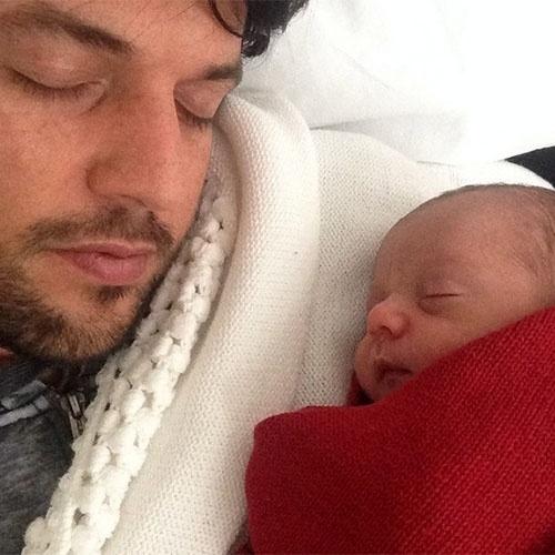 23.set.2014 - O deputado Fábio Faria publicou no Instagram uma foto ao lado do filho Pedro, fruto de seu relacionamento com Patrícia Abravanel