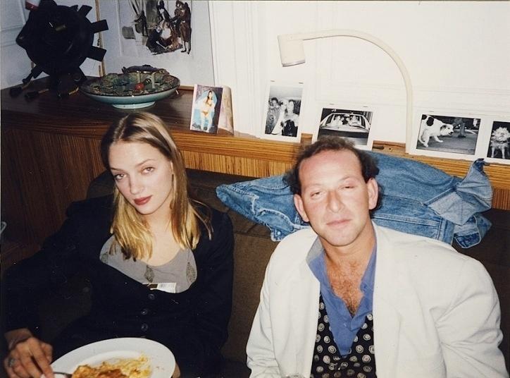 A atriz Uma Thurman durante refeição