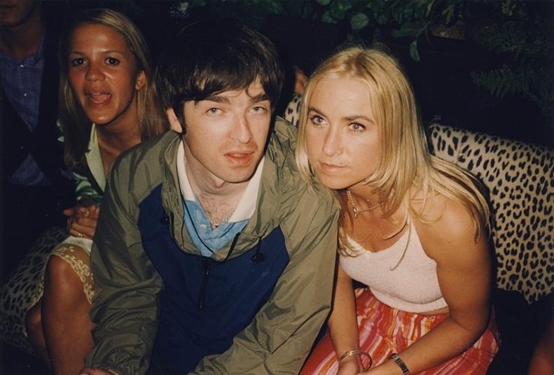 O músico da banda Oasis Noel Gallagher e a ax-mulher Meg Mathews, com a cunhada Lisa Moorish (à esq.)