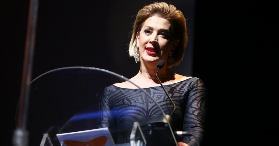 24.set.2014 - A atriz Cláudia Raia apresenta a abertura do Festival do Rio 2014. A cerimônia exibe o documentário
