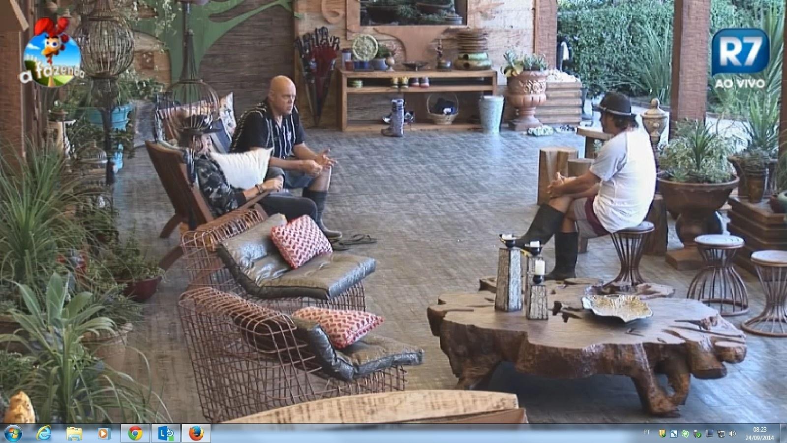 24.set.2014 - Oscar Maroni conversa com Roy e DH