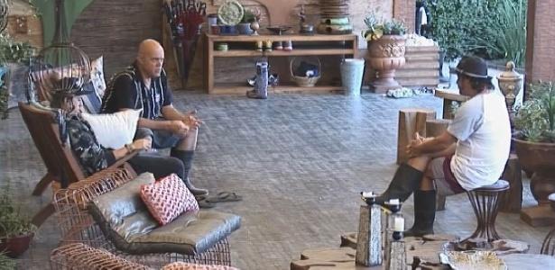 """Oscar Maroni propõe que participantes entrem em greve para exigir nova prova do fazendeiro em """"A Fazenda 7"""""""