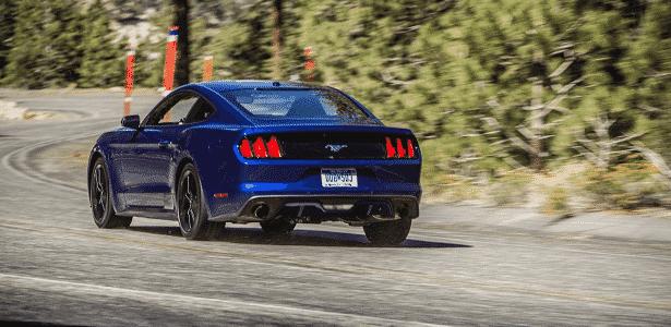 Ford Mustang azul (traseira) - Divulgação - Divulgação