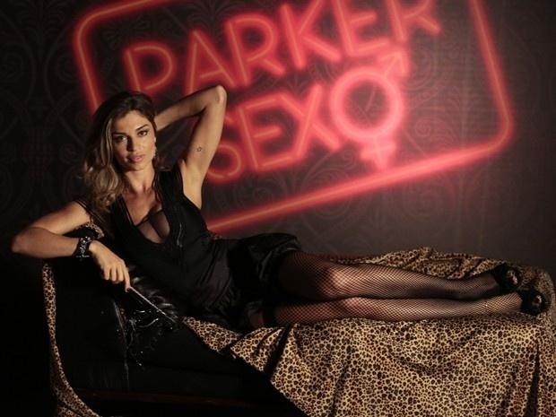 Grazi Massafera interpreta apresentadora sexy em