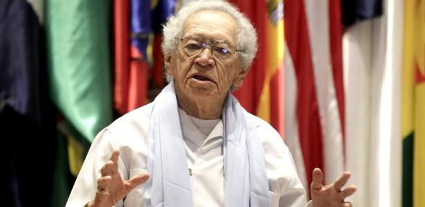 24.set.2014 - O poeta brasileiro Thiago de Mello participa de um debate na sede da Comissão Econômica Para a América Latina e o Caribe (Cepal), no Chile - Sebastián Silva/EFE