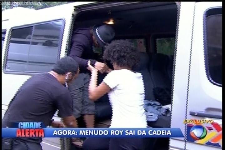 """25.09.2014 - Roy sai da cadeia e volta para a """"A Fazenda 7"""""""