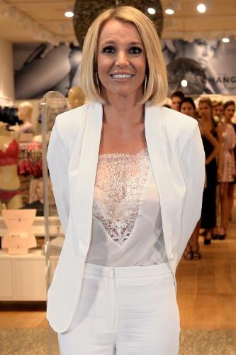 25.set.2014 - Britney Spears aparece de cabelos curtinhos ao lançar sua coleção de lingerie em Oberhausen, na Alemanha