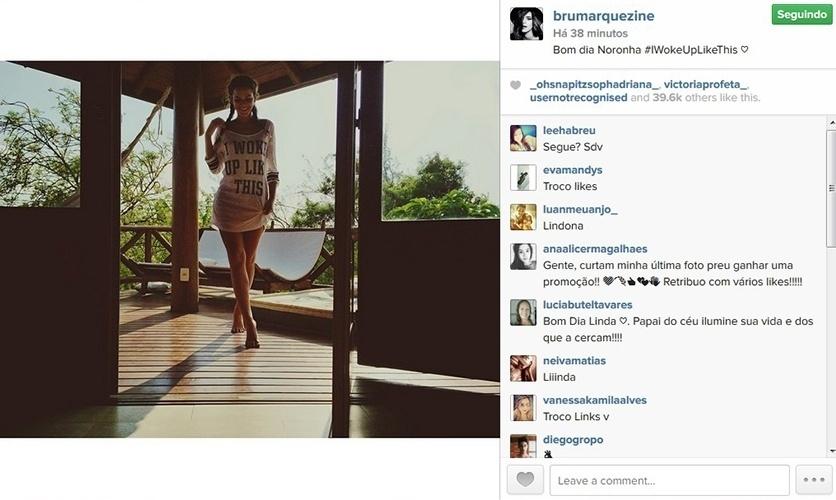25.set.2014 - Bruna Marquezine aparece de tranças e vestido curtinho em foto logo depois de acordar.