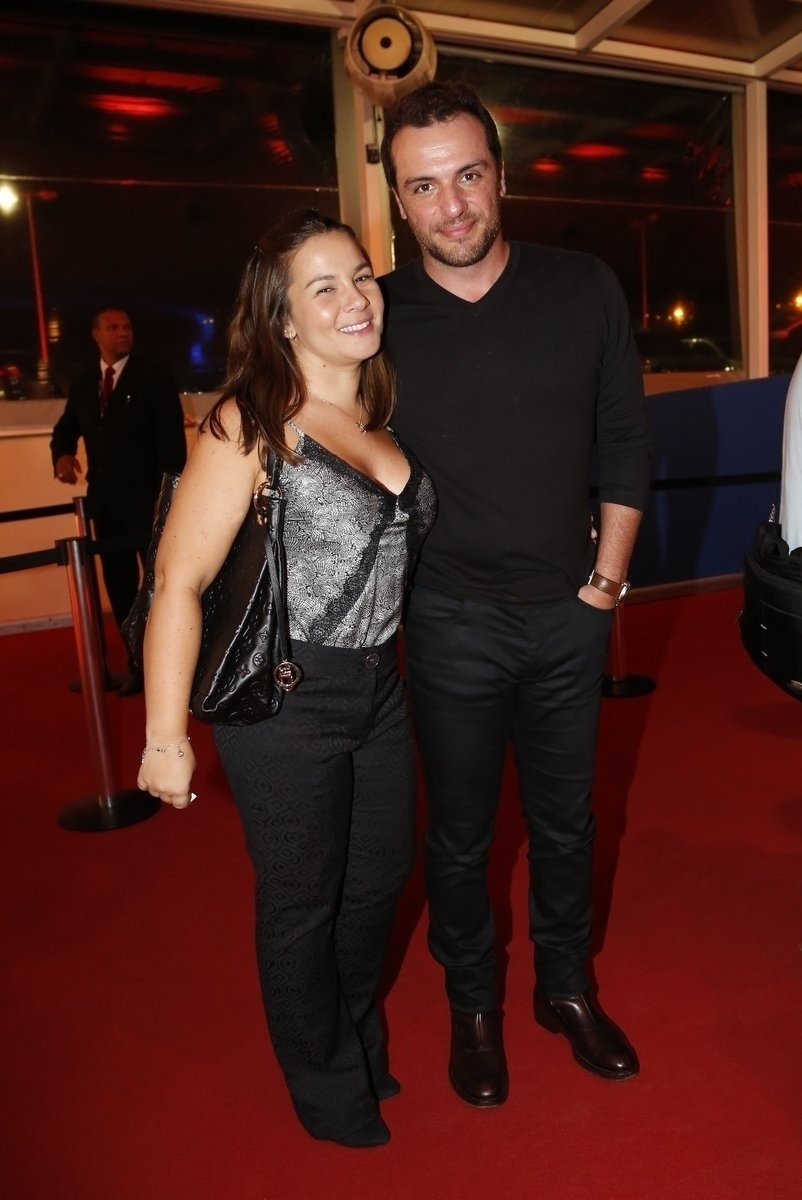 25.set.2014 - O ator Rodrigo Lombardi e a mulher Betty Baumgarten chegam ao Festival do Rio. O evento vai até o dia 8 de outubro, com mais de 300 filmes na programação