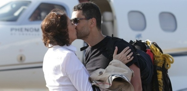 Maria Marta beija Maurílio sem querer