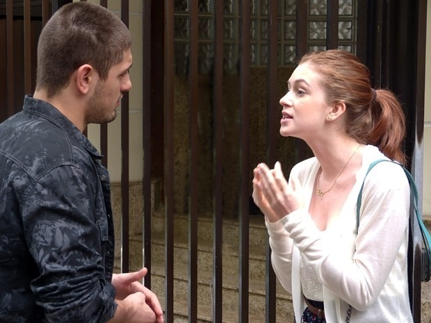 Maria Isis se revolta ao encontrar João Lucas na porta do seu prédio
