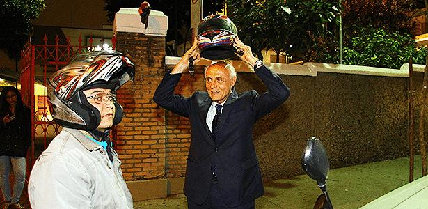 Valdo Rodrigues, ex-motoboy e empresário, coloca Suplicy na garupa há 12 anos - Mário Villaescusa/Infomoto