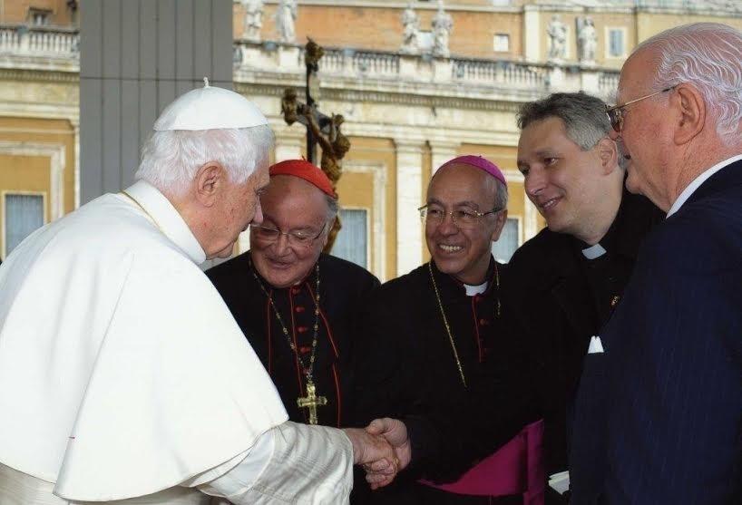 Padre Marcelo Rossi com o papa Bento 16