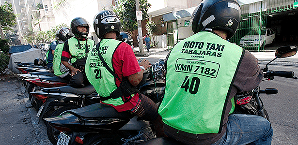 Ponto de moto-táxi da Ladeira dos Tabajaras e Morro dos Cabritos, em Copacabana, Zona Sul do Rio - Paula Giolito/Folhapress -0 29.8.2011 - Paula Giolito/Folhapress -0 29.8.2011