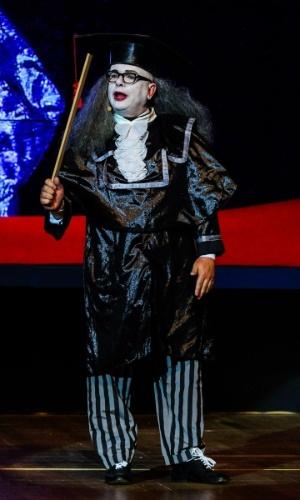 """24.set.2014 - Marcelo Tas volta a interpretar Professor Tibúrcio, do """"Rá-Tim-Bum"""", no aniversário de 45 anos da TV Cultura, nesta quarta-feira, no Teatro Bradesco, dentro de um shopping na zona oeste de São Paulo"""