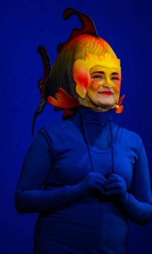 24.set.2014 - Gisela Arantes volta a interpretar o peixe Glub Glub no aniversário de 45 anos da TV Cultura, nesta quarta-feira, no Teatro Bradesco, dentro de um shopping na zona oeste de São Paulo