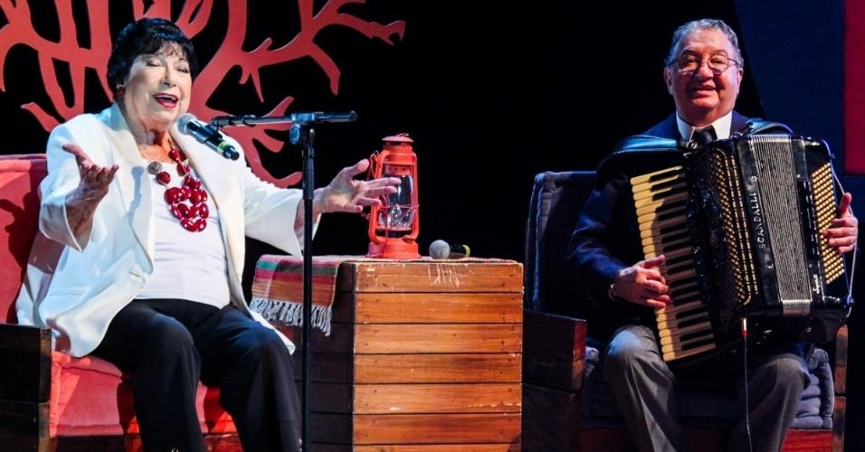 24.set.2014 - Inezita Barroso e Caçulinha se apresentam no aniversário de 45 anos da TV Cultura, nesta quarta-feira, no Teatro Bradesco, dentro de um shopping na zona oeste de São Paulo