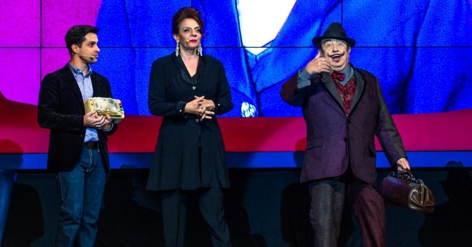"""24.set.2014 - Luciano Amaral, Rosi Campos e Sergio Mamberti revivem seus respectivos personagens de """"Castelo Rá-Tim-Bum"""" no aniversário de 45 anos da TV Cultura, nesta quarta-feira, no Teatro Bradesco, dentro de um shopping na zona oeste de São Paulo"""