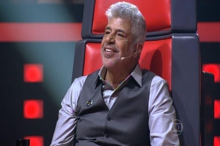 25.set.2014 - Apesar de não ter virado a cadeira, Lulu Santos fica encantado com o talento da carioca Letícia Pedroza na segunda noite do