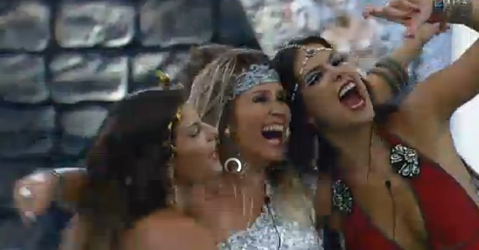 26.set.2014 - Babi, Débora Lyra e Andréia Sorvetão na festa Romana em