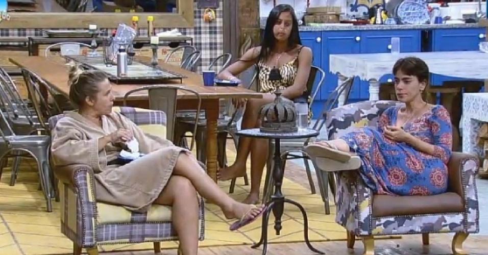 26.set.2014 - Heloísa Faissol conversa com Andréia e Lorena