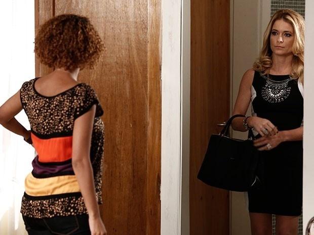 Pamela convida Verônica para apresentar o programa