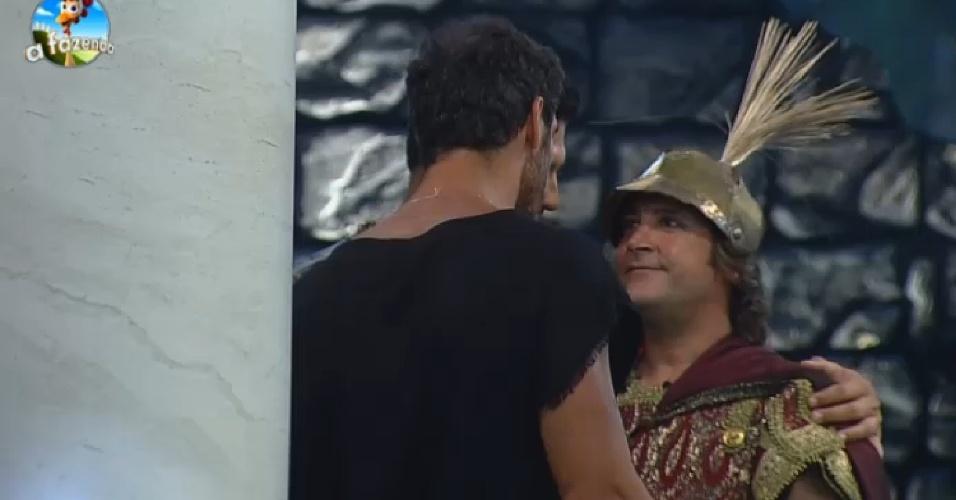 """26.set.2014 - Marlos Cruz, Diego Cristo e Roy Rossello conversam em um canto da Festa Romano, em """"A Fazenda 7"""", na noite desta sexta-feira"""