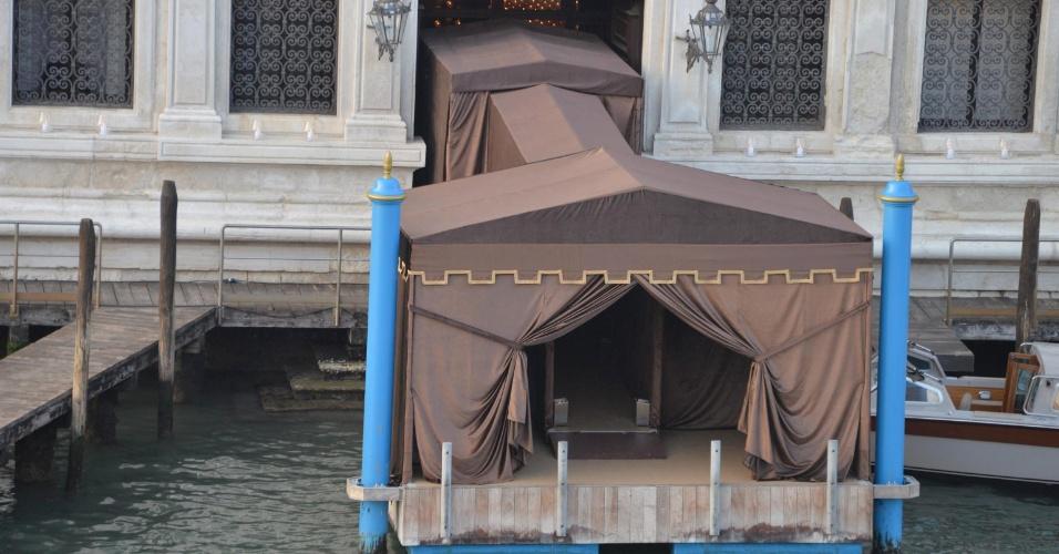 27.set.2014 - A entrada do Hotel Aman, em Veneza, onde foi celebrado o casamento do ator George Clooney