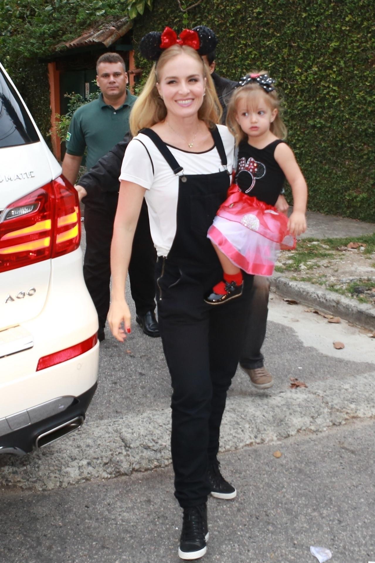 27.set.2014 - Angélica e filha, Eva, de 2 anos