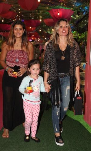 27.set.2014 - Flávia Alessandra com Giulia e Olívia no aniversário de Eva