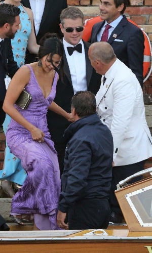 27.set.2014 - O ator Matt Damon e a mulher, Luciana Barroso, no casamento de George Clooney
