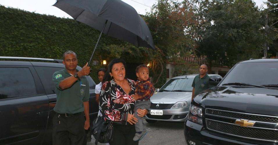 27.set.2014 - Regina Casé e o filho, Roque, no aniversário de Eva