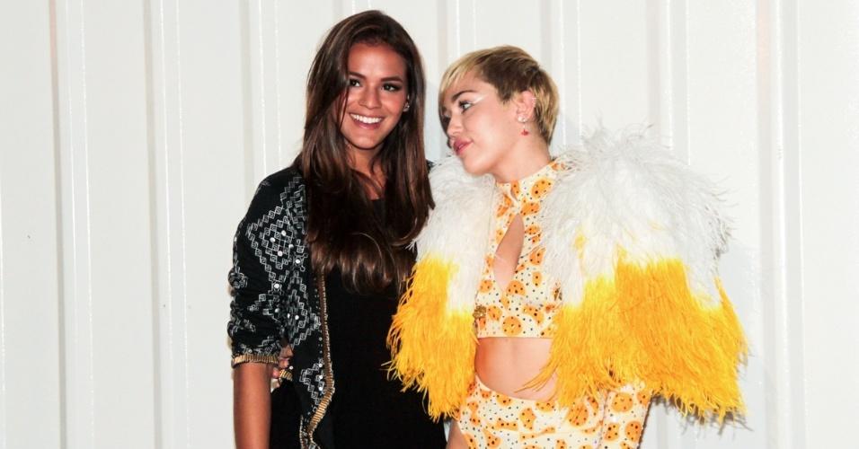 Bruna Marquezine tieta Miley Cyrus no Rio