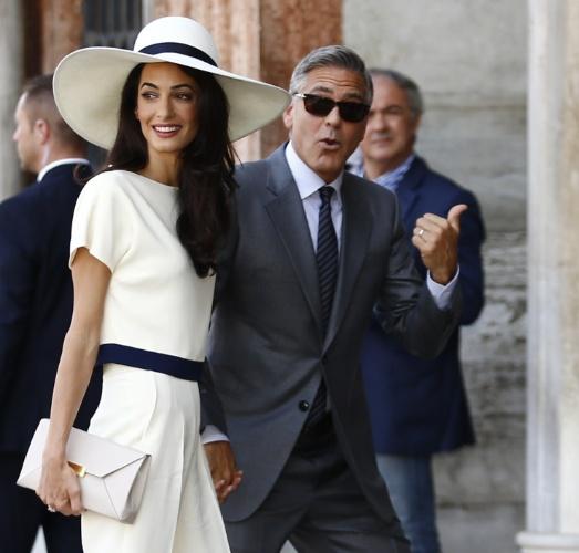29.set.2014 - George Clooney e Amal Alamuddin chegam ao Palácio Ca Farsetti, sede da prefeitura de Veneza, para cerimônia civil de seu casamento