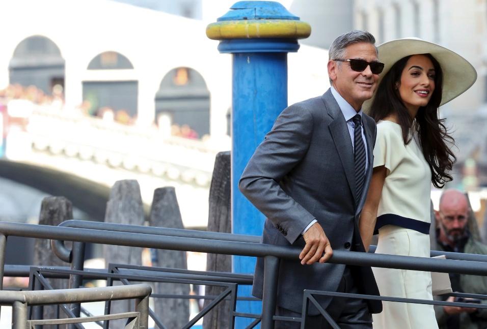 29.set.2014 - George Clooney e Amal Alamuddin chegam ao Palácio Ca Farsetti, sede da prefeitura de Veneza, para se casar no civil