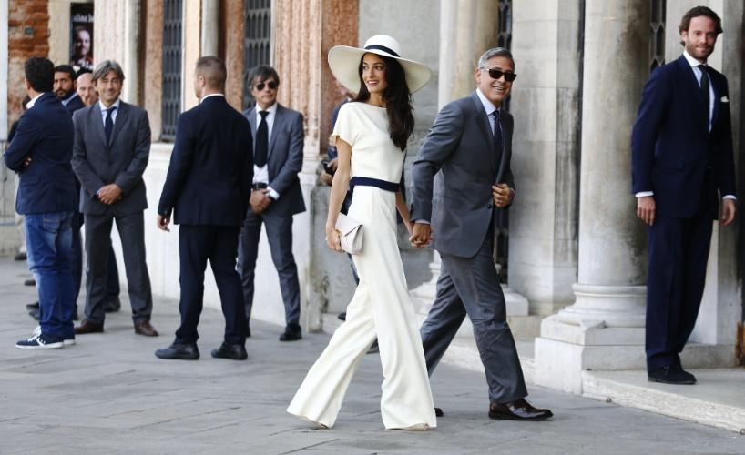 29.set.2014 - George Clooney e Amal Alamuddin chegam ao Palácio Ca Farsetti, sede da prefeitura de Veneza, para se casar no civil e tornar a união oficial pela lei italiana