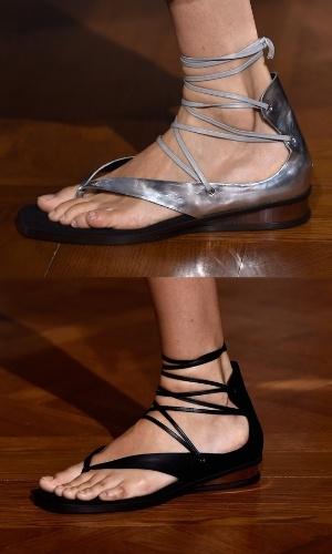 dc9e24435 29.set.2014 - O conforto ainda marcou presença nos calçados. Stella  Mccartney