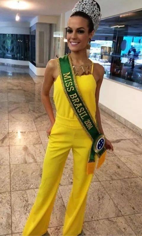 29.set.2014-  Dois dias depois de eleita Miss Brasil 2014, a cearense Melissa Gurgel cumpriu um agenda intensa de compromissos em São Paulo e não largou a faixa e a coroa