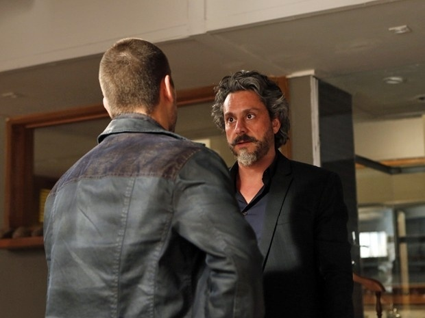 José Alfredo ameaça confiscar os bens de João Lucas caso ele não comece a trabalhar